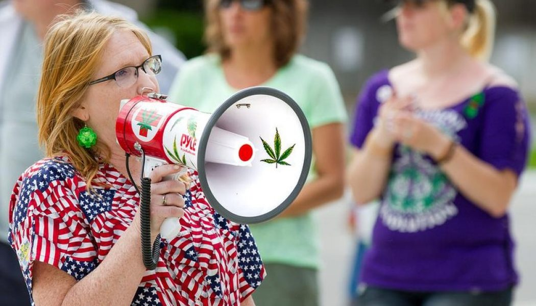 How to Talk to Loved Ones about the Benefits of Cannabis